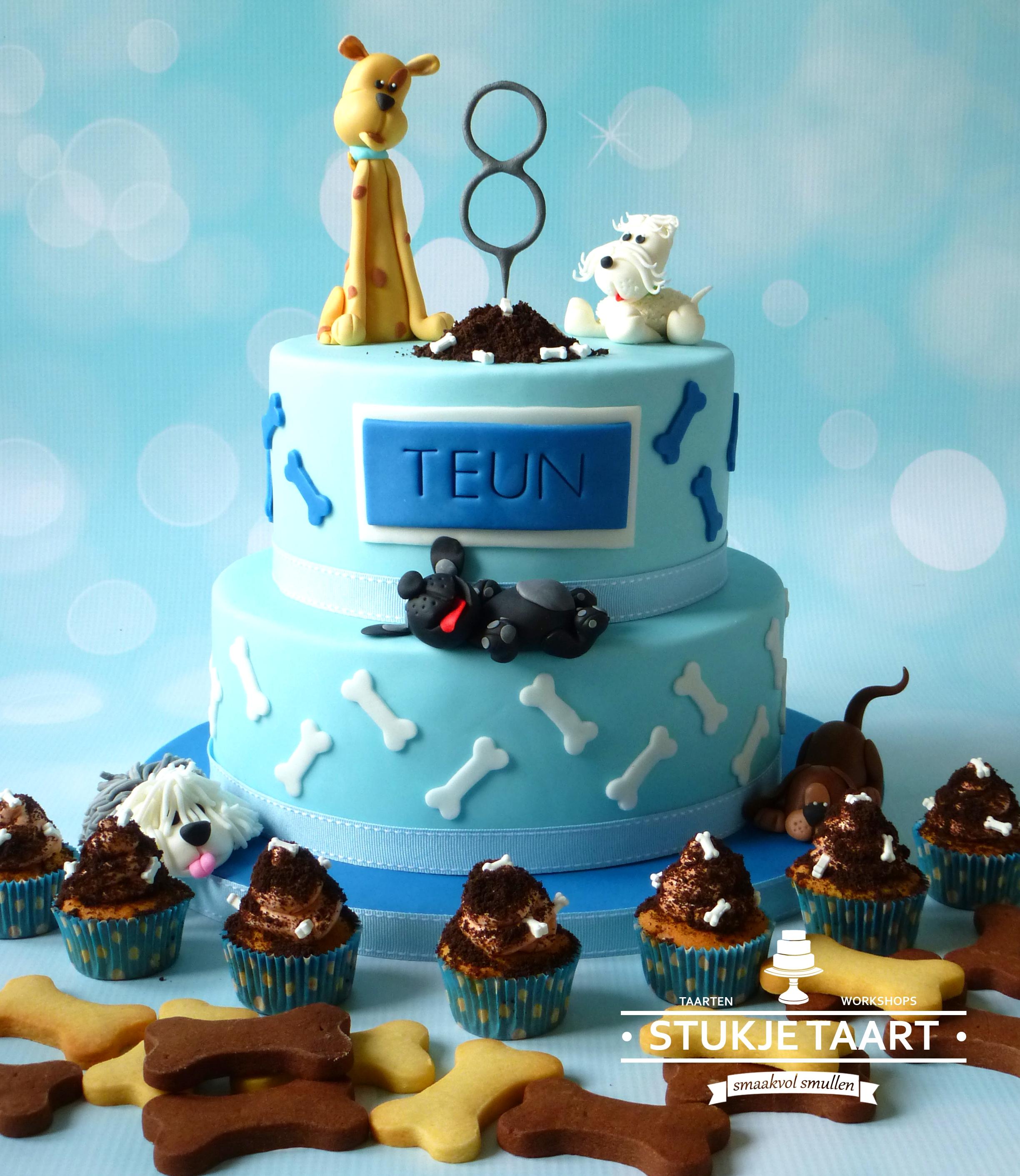 honden taart met koekjes en cupcakes